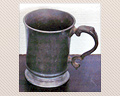 104. 19TH. CENTURY PEWTER TANKARD. 47/8 IN. TALL
